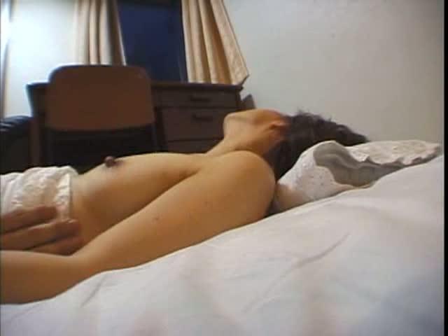 [ハメ撮り]素人熟女とのハメ撮り動画!こちらの人妻は騎乗位に敏感、痙攣しながら中イキ