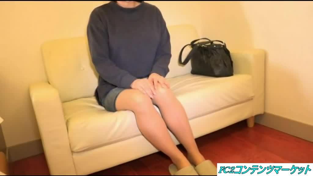 【初撮り】アイドル顔の45歳熟女を生ハメ生中出し☆